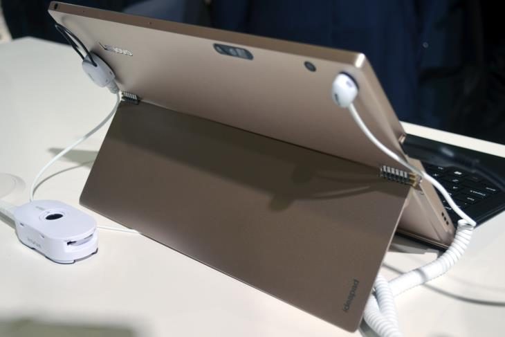 Lenovo MIIX 700 Back View - Gold