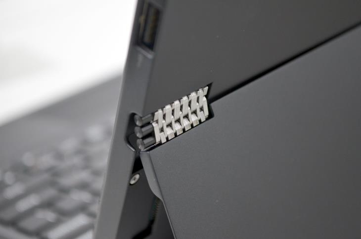 Lenovo MIIX 700 Hinge Detail