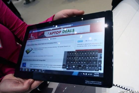 Samsung Slate 7 web surfing